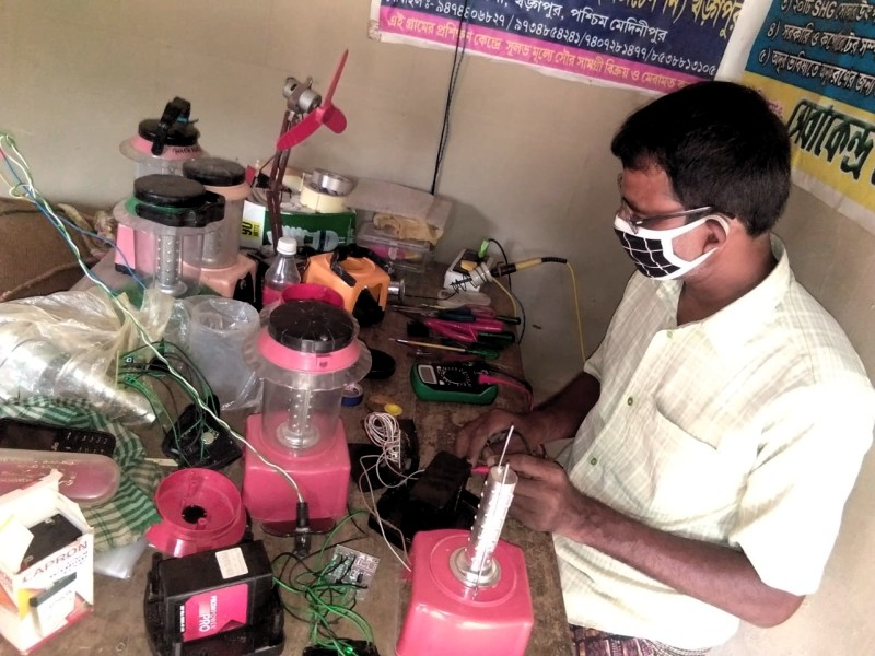 Making-of-Solar-lanterns-tested-in-rural-Productiont-centre