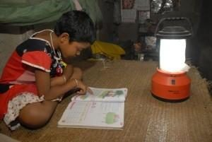 Endlich richtig lernen! Bijal Mondal macht Schulaufgaben (Foto: KMWSC)