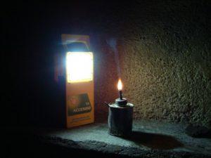 Petroleumlampen geben nur wenig Licht und sind gefährlich  (Foto: greenap)